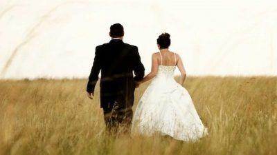 Cântăreț, părăsit de iubită înainte de nuntă! Ce făcea ea, de fapt, când el se ducea la studio să înregistreze piese