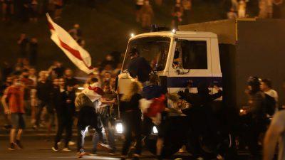 """Calvarul protestatarilor din Belarus. Mărturisirile sunt șocante: """"Credeam că vom fi îngropaţi aici"""""""