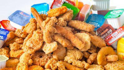 Femeia care mănâncă doar chicken nuggets. În ce pericol major se află acum