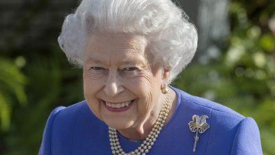 De ce poartă perle Regina Elisabeta. Motivul neștiut până acum