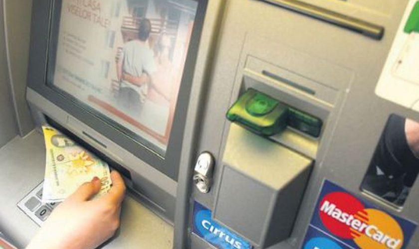 Pericol uriaș dacă ai cont și card bancar la această bancă. Poți rămâne fără bani