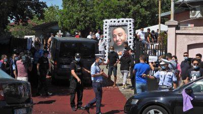Polițiștii de la înmormântarea lui Emi Pian, lăudați de IGPR