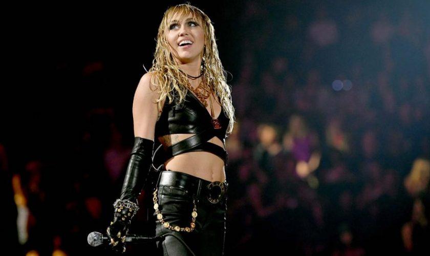 Prima experiență intimă a lui Miley Cyrus a fost în 3! Șocant este cu cine s-a iubit…