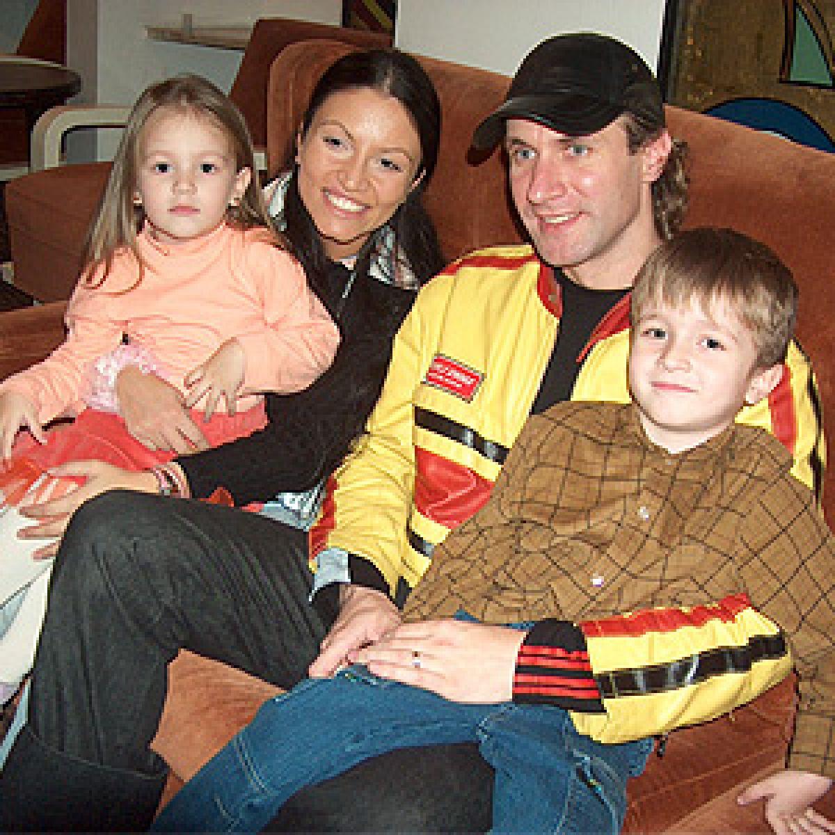 Alin Oprea cu familia