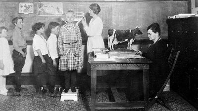 Gripa spaniolă. Cum mergeau elevii la școală în timpul epidemiei din 1918