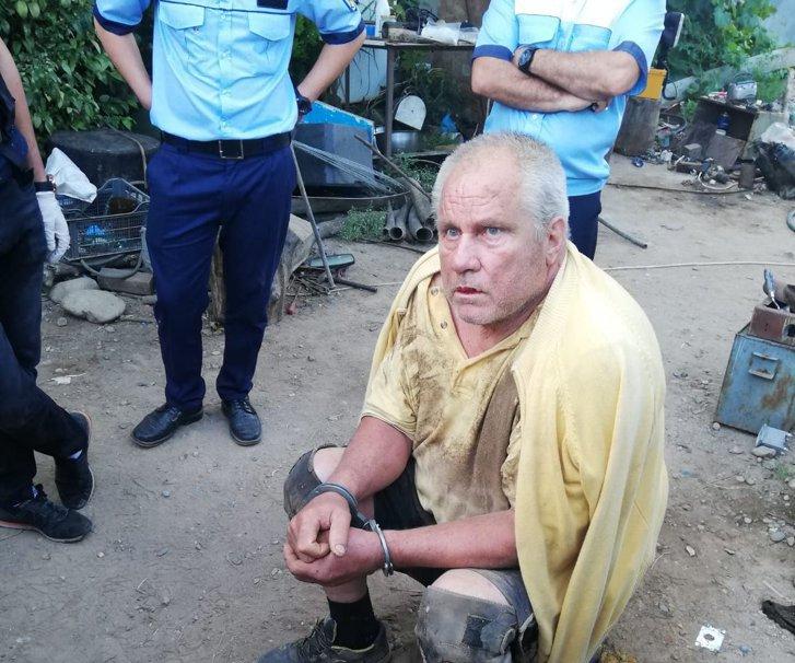 Gheorghe Dincă, cătușe, polițiști