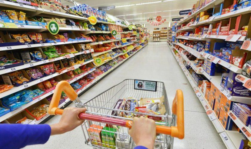 Alimentul care va fi interzis în România. Toți românii îl consumă pentru că e ieftin, dar nu știu cât rău le face, de fapt
