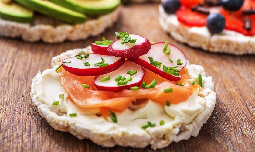Alimentul nociv pe care românii îl consumă în exces. Era considerat gustarea perfectă