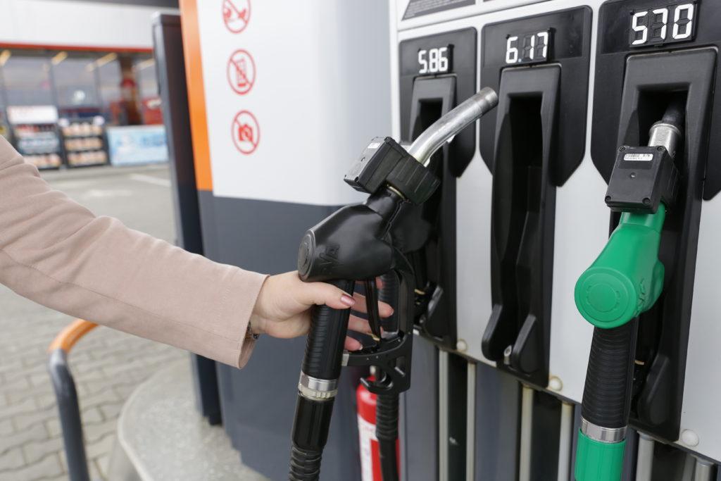 Anunțul dezastruos pentru șoferii cu mașini pe motorină și pe benzină. Cât se scumpesc carburanții la pompă