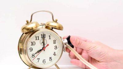 Ce înseamnă dacă te uiți la ceas și e fix. Fiecare oră înseamnă altceva