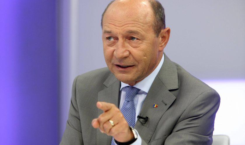 Cum au apărut Traian Băsescu și iubitul Elenei Udrea, în ziua votului. Nimeni nu se aștepta la asta, chiar azi