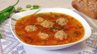 Ingredientul periculos pe care toți românii îl pun în mâncare. Specialiștii avertizează să nu îl mai consumi