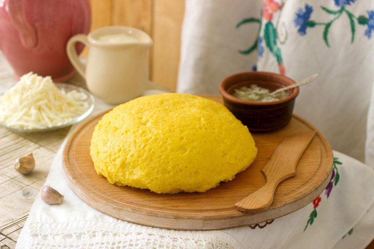 Cea mai bună mămăligă cu brânză și smântână. Care e secretul acestei rețete