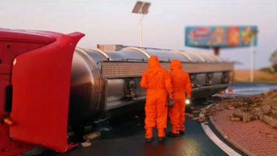 Pericol uriaș de explozie lângă Buzău. Trafic blocat pe DN2, după ce o cisternă încărcată cu 24 de tone de substanță pericoloasă s-a răsturnat