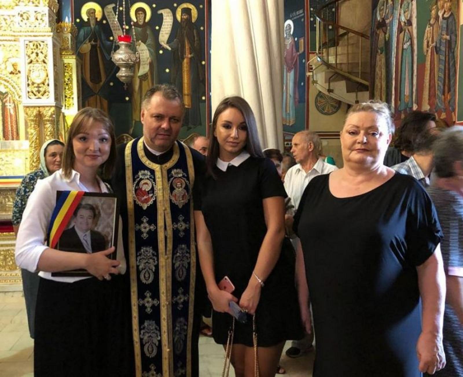 Familia i-a organizat parastasul de cinci ani lui Corneliu Vadim Tudor