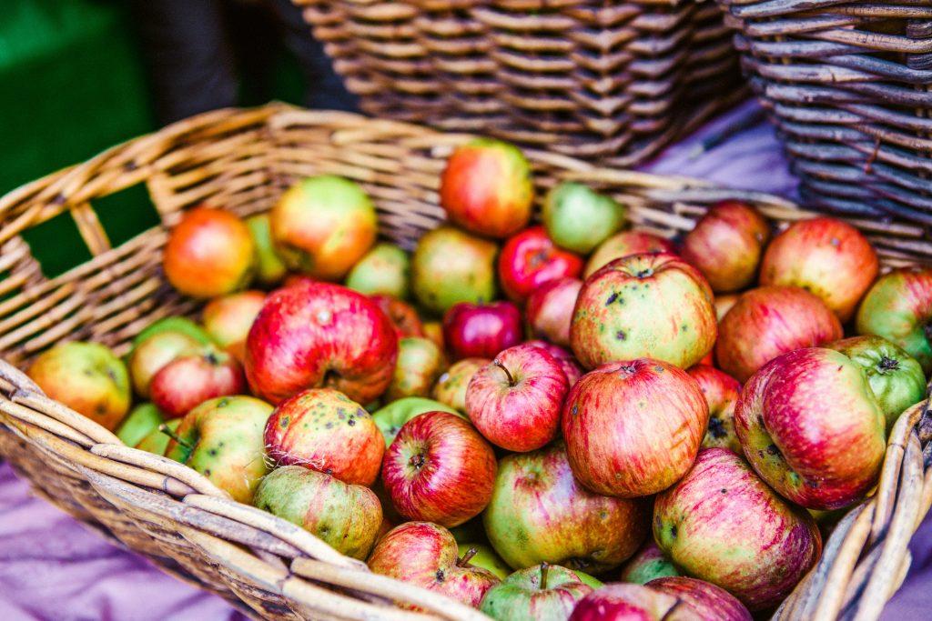 Cum se depozitează corect merele. Așa rezistă luni de zile