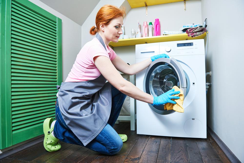 Cum se întreţine corect o maşină de spălat rufe şi de câte ori trebuie curăţată