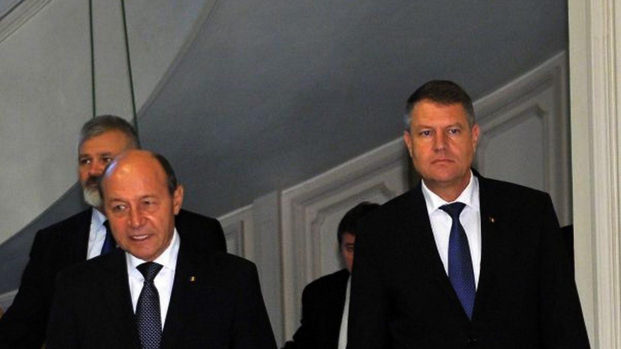 Îi atacă pe Klaus Iohannis și pe Traian Băsescu