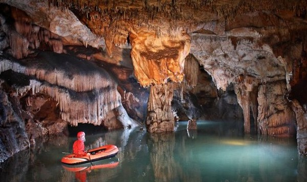 Cât de mare este cea mai mare peșteră din România. Este cea mai lungă din estul Europei