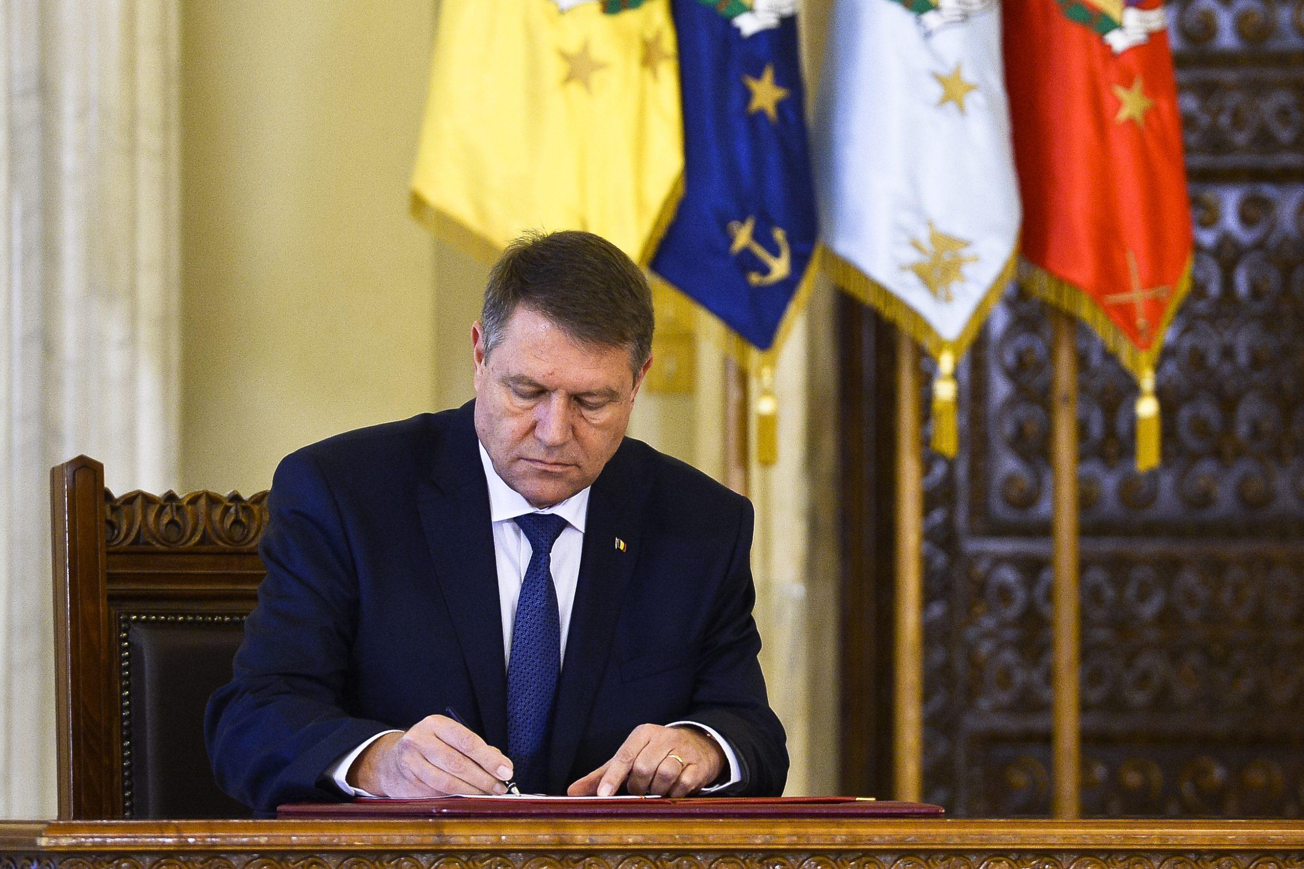Klaus Iohannis va promulga legea