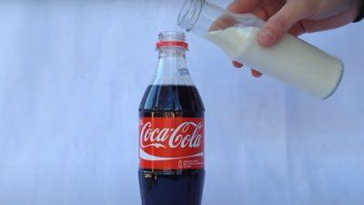 Ce se întâmplă în 5 minute dacă pui lapte peste Coca Cola. O să ți se facă rău imediat VIDEO