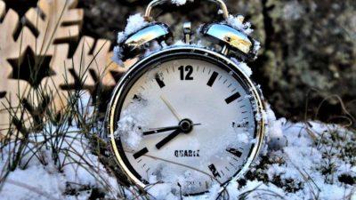 De ce nu se mai schimbă ora de iarnă, deloc, și când intră în vigoare