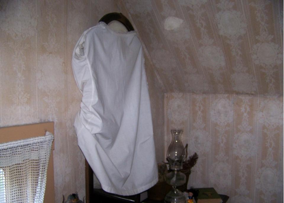 Care este motivul pentru care românii acoperă oglinzile în casa în care moare cineva