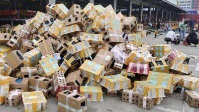 Descoperire macabră într-un depozit plin cu cutii. Ce se afla în ele, de fapt. Poliția e șocată!