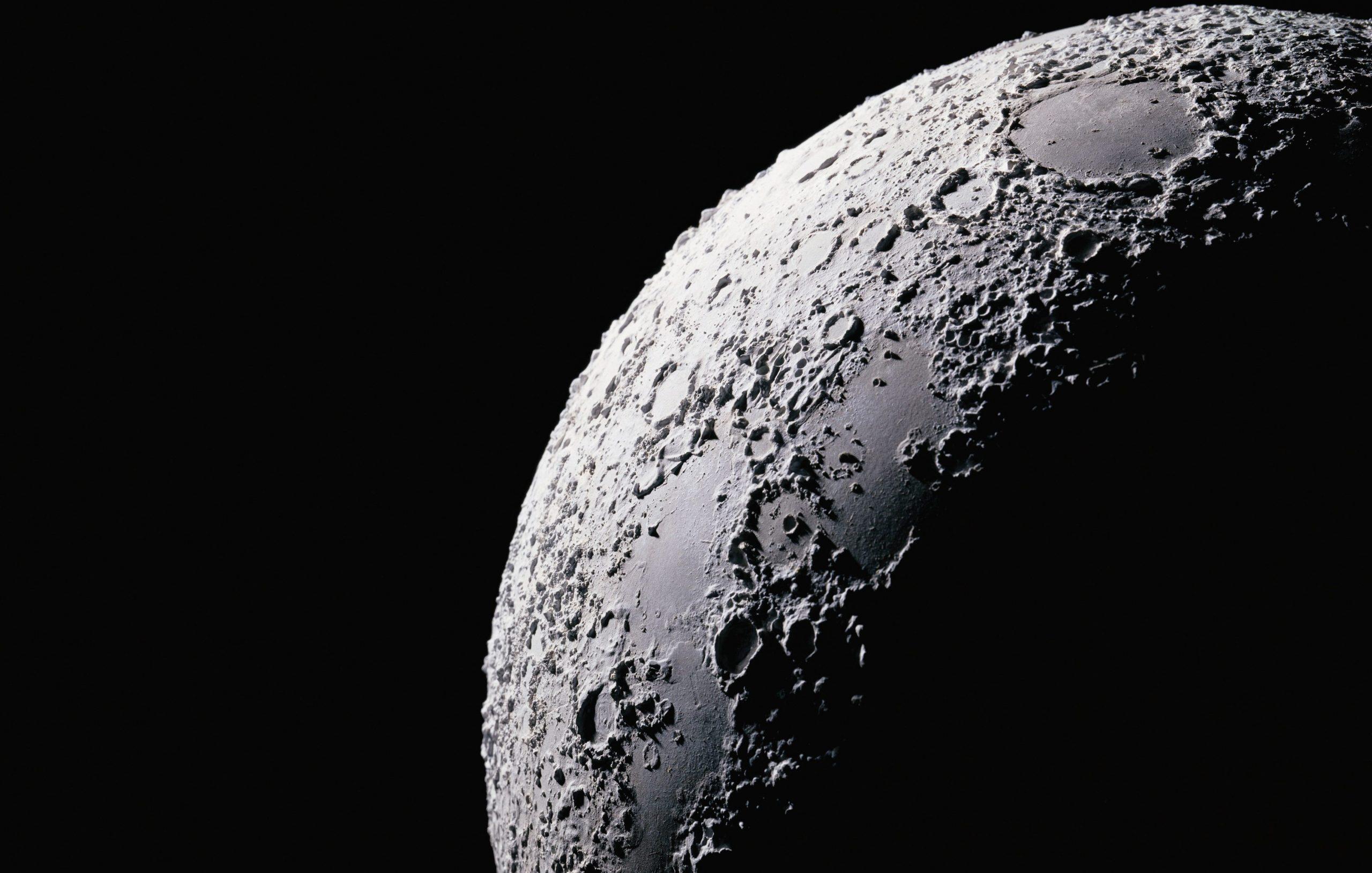 Ce au găsit oamenii de știință pe Lună