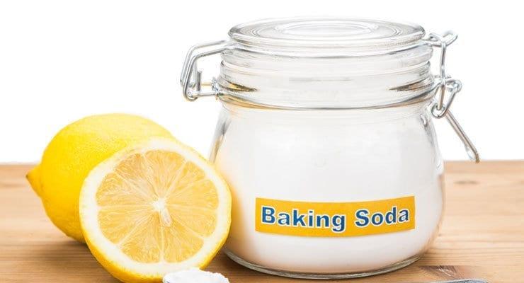 O femeie a pus bicarbonat de sodiu într-un pahar cu suc de lămâie. Ce s-a întâmplat în cel mai scurt timp