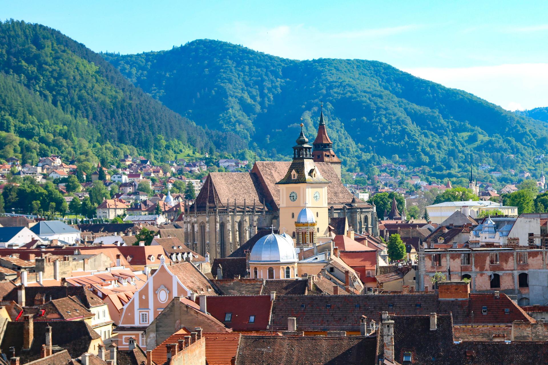 De ce pleacă tinerii din Brașov după terminarea liceului