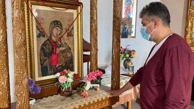 Politicianul care a mers la biserică, în pandemie, să se roage. Toți au fost șocați să îl vadă așa