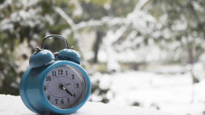 Te-ai uitat la ceas? Se schimbă ora de iarna, pentru ultima dată în istorie