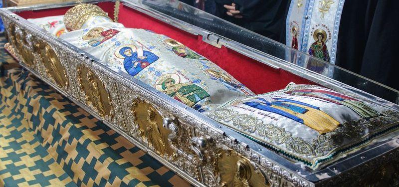 Vești proaste pentru credincioși! Ce categorie de români nu mai are voie la Sfânta Parascheva