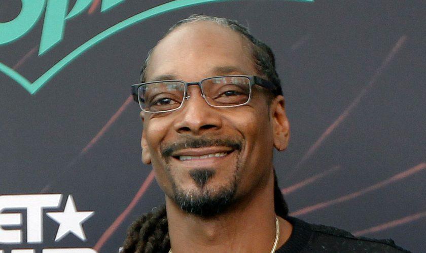 Viața lui Snoop Dogg – crima care l-a dus în arest și cine a fost primul român cu care a cântat