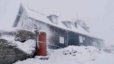 Zăpadă de 3 cm la munte! Unde te poți bucura de iarnă, chiar în acest weekend