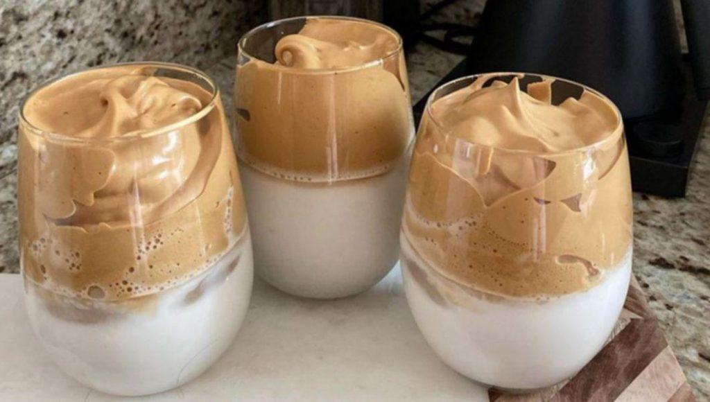 Cafeau Dalgona, surpriza de dimineață a celor dragi. Dde ce ai nevoie și cum trebuie să o prepari?