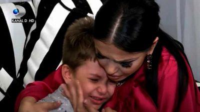 Fiul Andreei Mantea a rupt plânsul. Vestea dată de mama lui l-a enervat cumplit
