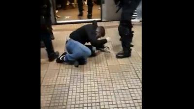 Scene halucinante la metrou. Suporterii Stelei, luați la bătaie de jandarmi. VIDEO