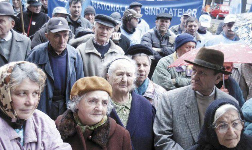 Pensionarii din România ce vor revolta. Ce a propus Alexandru Rafila pentru bătrânii cu pensii mici