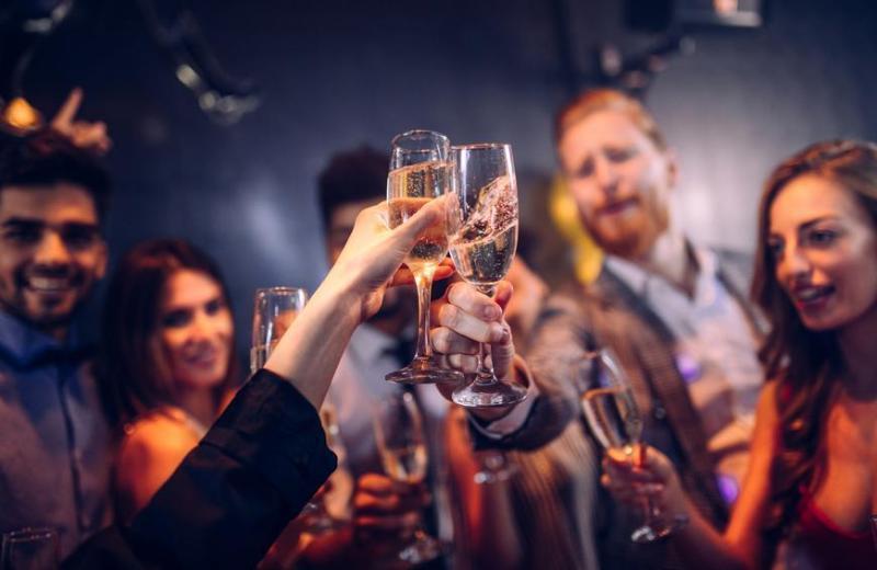 Petrecerile private, principalul factor de infectare