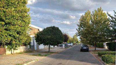 Români puși să plătească taxă de acces pentru a putea ajunge la propriile locuințe. Sumele sunt de ordinul sutelor de euro