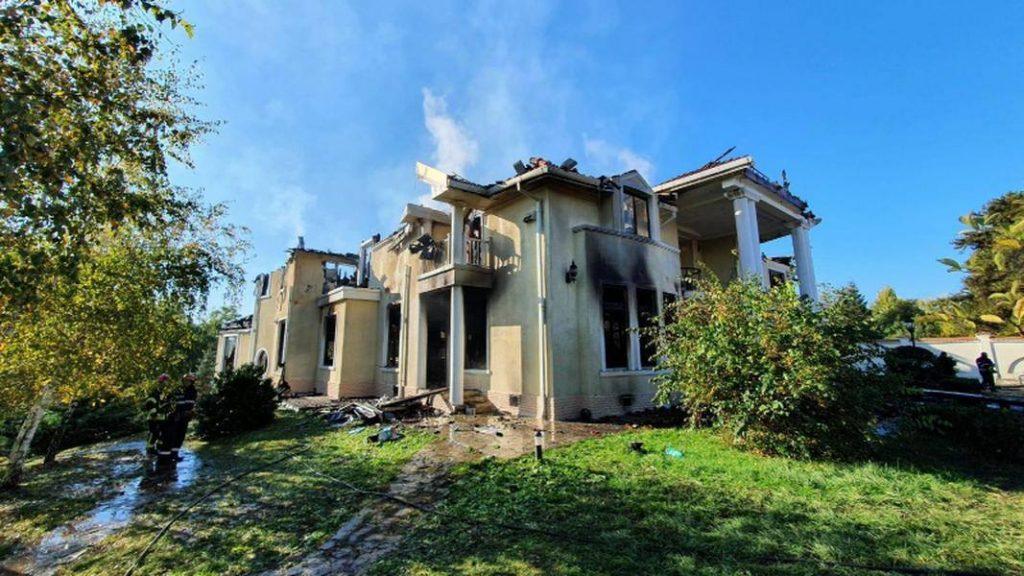 Vila din Izvorani a ars timp de 9 ore
