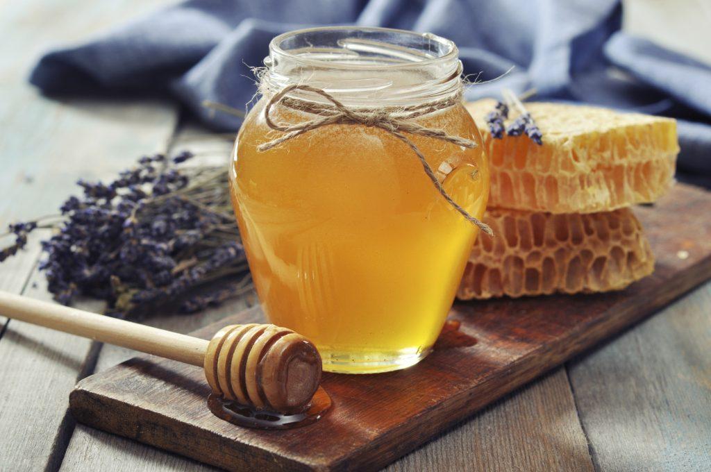 Bicarbonat de sodiu și miere,remediul care poate distruge aproape orice boală