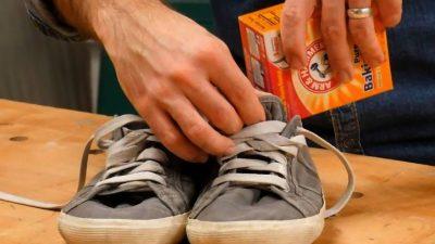Un bărbat a pus bicarbonat de sodiu în adidași. Ce a observat a doua zi când s-a trezit