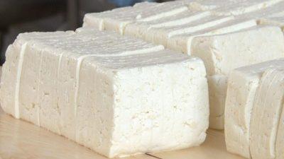 Ce înseamnă dacă visezi că mănânci brânză. Semnificația neștiută de foarte mulți români