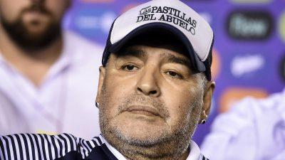 Diego Maradona a murit. Fostul fotbalist lasă în urmă 10 copii îndurerați