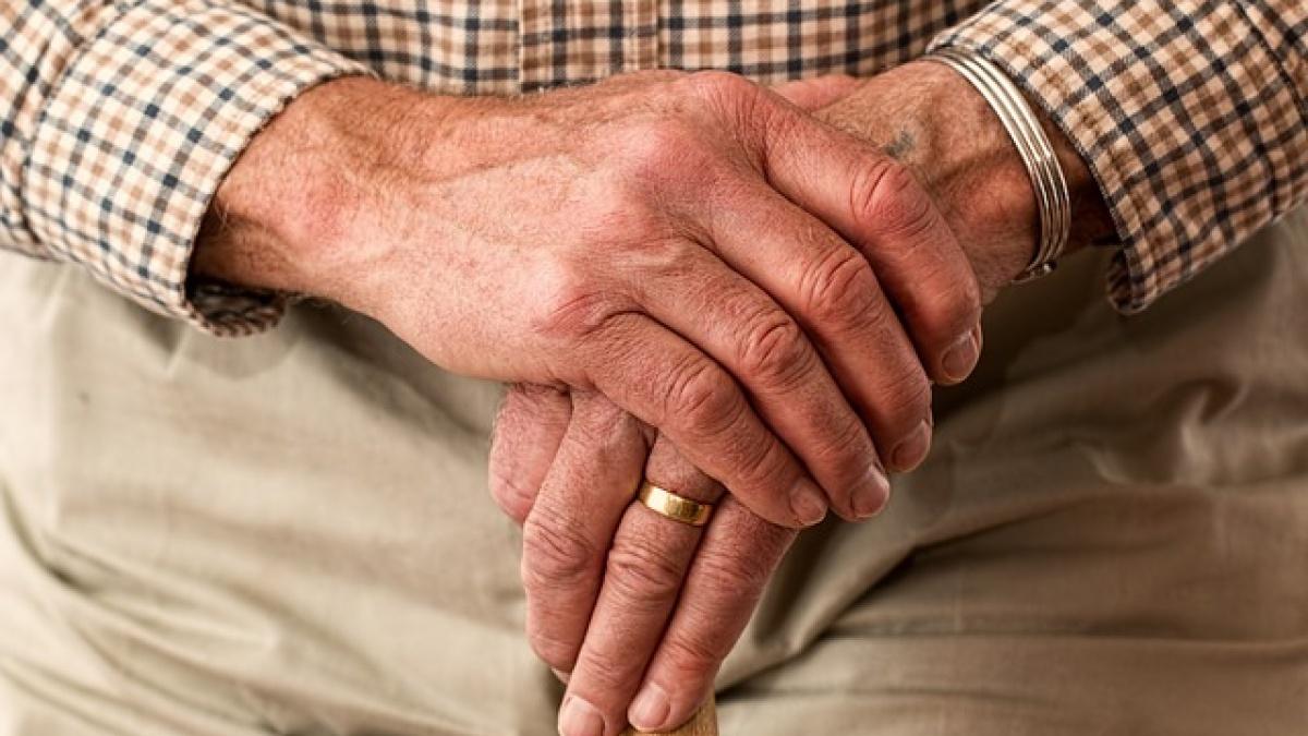 Români umiliți de Casa de Pensii