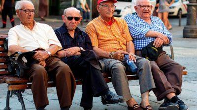 Mii de români, umiliți de Casa de Pensii după ce și-au cumpărat vechime în muncă. Ce au pățit