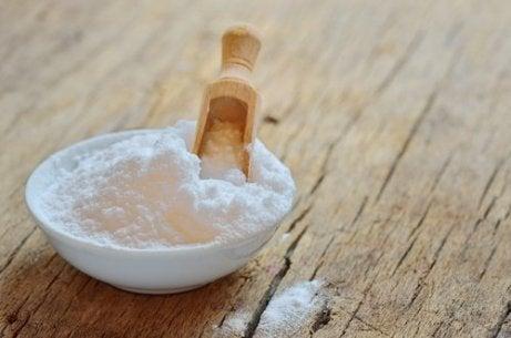 Amoniac și sare, ingredientele minunate din bucătărie care te ajută la curățenie